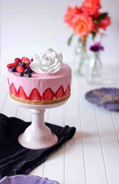 No bake strawberry cheesecake - Get your hourly source of sweet inspirations! Cupcake Recipes, Cupcake Cakes, Dessert Recipes, Cupcakes, Strawberry Cheesecake, Strawberry Recipes, Lemon Cheesecake, Strawberry Shortcake, Sweetly Cake