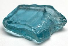 Découvrez les propriétés et vertus de l'aigue-marine. Ce cristal bleu est réputé…