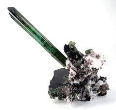 Tourmaline var. Elbaite with Quartz, Cleavelandite  & Lepidolite on Tourmaline from Pederneira Mine, Minas Gerais, Brazil (2001) [db_pics/pics/vlt-8d.jpg]