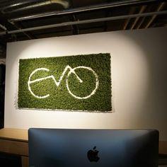 Logoer i mose er en trendy måte å bringe naturen inn på Autocad, Logos, Wall, Logo, Legos