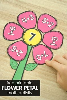 Practice early addition and math facts in preschool and kindergarten with this free printable flower petal addition activity in math groups or math centers. Subtraction Kindergarten, Kindergarten Math Activities, Fun Math, Preschool Activities, Kindergarten Addition, Math Art, Teaching Math, Maths, Addition Activities