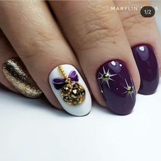Here is a tutorial for an interesting Christmas nail art Silver glitter on a white background – a very elegant idea to welcome Christmas with style Decoration in a light garland for your Christmas nails Materials and tools needed: base… Continue Reading → Nail Art Noel, Xmas Nail Art, Cute Christmas Nails, Xmas Nails, Halloween Nail Art, Holiday Nails, Halloween Decorations, Cute Nails, Pretty Nails