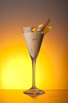 Amarula Sunset Safari: Ingredients : 30 ml Amarula Cream 15 ml Almond liqueur 15 ml Citrus liqueur Grated/ground cinnamon Whole cinnamon stick to garnish Orange rind or wedge to garnish Ice cubes Martini Recipes, Drinks Alcohol Recipes, Cocktail Recipes, Drink Recipes, Cocktail Drinks, Fun Drinks, Alcoholic Drinks, Beverages, Amarula Drink