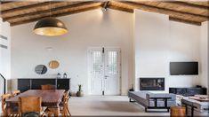 modern stílus görög otthon (Lakberendezés 10) Conference Room, Sweet Home, Table, Furniture, Home Decor, Decoration Home, House Beautiful, Room Decor, Meeting Rooms