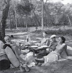 Paul Eluard, Roland Penrose, Man Ray, Ady Fidelin, Île Sainte-Marguerite, Cannes | Lee Miller, 1937