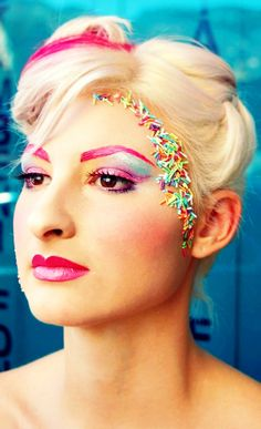 Creating Makeup From Candy However, eye candy has many other adaptions and not all have to be about people. Wacky Hair Days, Crazy Hair Days, Candy Girls, Eye Candy, Candy Makeup, Candy Land Costumes, Diy Costumes, Costume Bonbon, Pastell Party