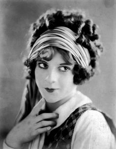 1920s Hairstyle Curly Hair Short Long Design Looks Like Ringlets Were Big