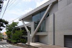 安藤忠雄設計、西宮市の大手前アートセンターを写真と建築データで紹介。