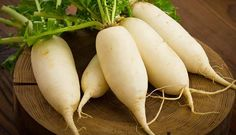 Củ cải  Củ cải thường chứa rất nhiều glucosinolates – một hợp chất giúp thúc đẩy quá trình loại bỏ độc tố trong cơ thể chúng ta. Vì vậy, bạn chỉ cần 2 đến 3 lát mỗi ngày là đủ để detox cơ thể rồi nhé!