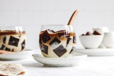 Coffee infused jelly doused in sweetened milk. A simple & light delicious dessert to cool off during the summer weather! Jelly Desserts, Jelly Recipes, Asian Desserts, Dessert Recipes, Vegetarian Desserts, Vegan Sweets, Vegan Food, Coffee Jello, Almond Jelly