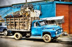 Camion con chatarra - Truck with scrap