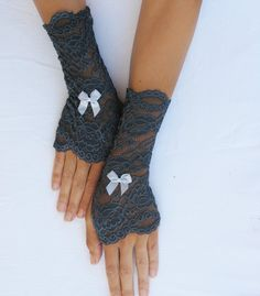 lace finger-less gloves