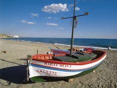 Mijas, un referente cultural y recreativo en la Costa del Sol.  Situada en plena Costa del Sol Occidental, Mijas combina a la perfección su condición de pueblo serrano con un importante desarrollo turístico en su zona litoral.