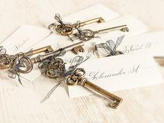 So schön können die Schlüssel zum Herzen als Dekoration für die Hochzeit aussehen