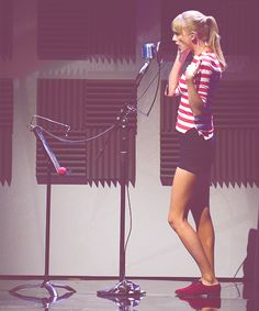 Taylor Swift is the most perfectest sing in the whole world! :)