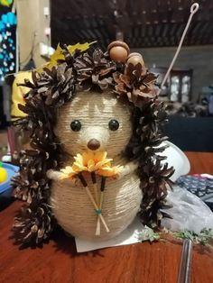 Поделка из шишек Jute Crafts, Pine Cone Crafts, Decor Crafts, Diy And Crafts, Crafts For Kids, Autumn Crafts, Nature Crafts, Felt Decorations, Christmas Decorations