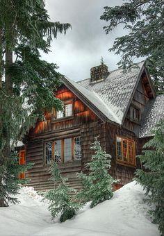 Cabine nevado por Joe Jitsue Via Flickr: Uma cabine quente e aconchegante nas montanhas de North Shore de Vancouver Vista No Preto