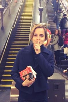 Take a Cue From Emma Watson and Become a Book Fairy Today! Take a Cue From Emma Watson and Become a Book Fairy Today! Emma Watson Casual, Emma Watson Estilo, Emma Watson Fashion, Lucy Watson, Alex Watson, Emma Love, My Emma, Hermione Granger, Fangirl
