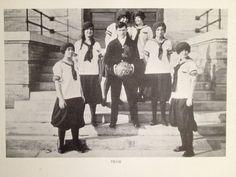 Equipo de baloncesto femenino (1913).