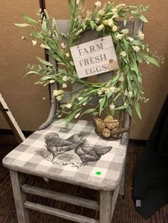 Diy Furniture Decor, Shabby Chic Furniture, Painted Furniture, Diy Home Decor, 2x4 Crafts, Diy Crafts Hacks, Antique Booth Ideas, Farm Animal Crafts, Painted Chairs