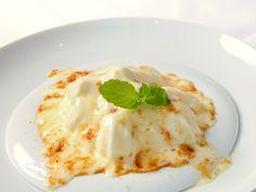 Restaurante Celebris:   Espuma de crema catalana con helado de turrón
