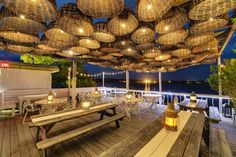 Surf Lodge Restaurant, Montauk, New York~ This Long Island hot spot is home to beach-chic decor, concerts by the likes of Patti Smith and the Flaming Lips, and beautiful water views. Cafe Restaurant, Restaurant Am Wasser, Restaurant En Plein Air, Waterfront Restaurant, Restaurant Photos, Seafood Restaurant, Beach Restaurant Design, Native Restaurant, Luxury Restaurant