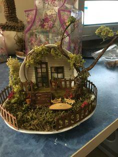Fairy Furniture Fairy and Decoration Mini Fairy Garden, Fairy Garden Houses, Garden Cottage, Tea Cup Art, Coffee Cup Art, Tea Cups, Fairy Crafts, Garden Crafts, Diy And Crafts