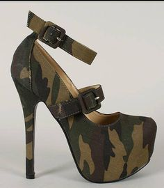 Shoes by Rocha - I personally don't like platforms, but.these are camos! Camo Shoes, Hot Shoes, Women's Shoes, Me Too Shoes, Shoe Boots, High Heels Boots, Heeled Boots, Camo High Heels, Camouflage