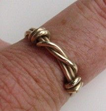 14ktgf Barbed wire ring suitable for men or women.