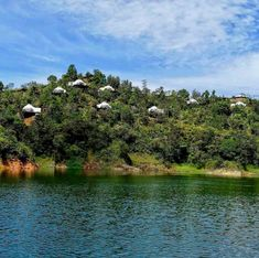 Glamping in Colombia is an incredible experience, because this country has an immense variety of landscapes and climates. San Gil, Yolo, Glamping, Aurora, River, Places, Outdoor, Camping Places, Vacation Places