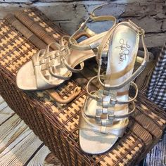 "❌FINAL PRICE❌SZ 8.5 WIDE SANDALS LIFE STRIDE SHOES NWOT gold chunky heel sandals. Very pretty and matches any color you pair them with. 2.5"" heel Life Stride Shoes Sandals"