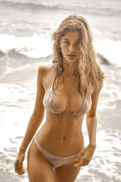 Bikini Beach, Hot Bikini, Bikini Girls, Camila Morrone, Toni Garrn, Erin Heatherton, Gisele Bundchen, Beach Girls, Leonardo Dicaprio