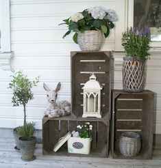 47 stylish porch decoration ideas for the spring - Porch Decorating Ideas Small Front Porches, Farmhouse Front Porches, Decks And Porches, Potato Box, Small Porch Decorating, Decorating Ideas, Summer Porch, Front Door Decor, Ladder Decor