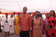 The Ngurario is the last ceremony of the kikuyu dowry. African Bridal Dress, African Wedding Attire, African Dress, African Traditional Wedding Dress, Traditional Wedding Attire, Traditional Outfits, African Fashion Ankara, African Print Fashion, African Wear