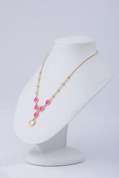 117312 - Collar. Collar de 40cm de largo y 8cm de extensión, en baño de oro con esmalte color rosa brillante. Cod. 2171082.