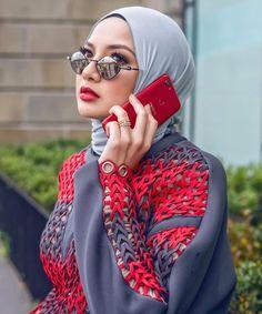 Woman with elegant hijab look, glasses & red cell phone ❤ – Hot Models Islamic Fashion, Muslim Fashion, Modest Fashion, Abaya Fashion, Dubai Fashion, Hijabs, Hijab Hipster, Abaya Mode, Hijab Stile