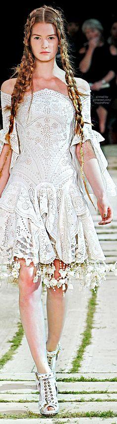 Alexander McQueen Spring 2011 Ready-to-Wear