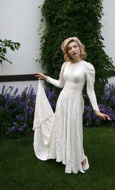 Hey, I found this really awesome Etsy listing at http://www.etsy.com/listing/159740359/vintage-1930s-1940s-ivory-damask-wedding