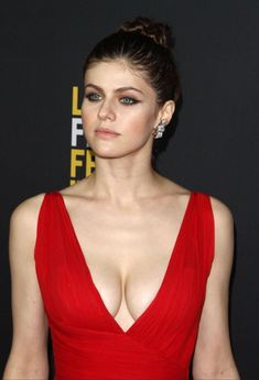 Actress Alexandra Daddario Biography in detail information with Images, age film etc. She is an American Actress who is familiar to all Beautiful Celebrities, Beautiful Women, Beautiful Eyes, Alexandra Daddario Images, Beauté Blonde, Jenifer Aniston, Hollywood Actresses, Celebs, Female Celebrities