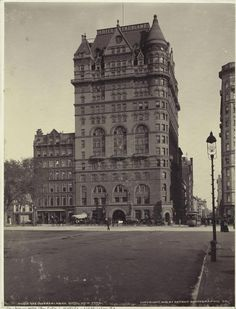 : The Netherlands Hotel, 5th Avenue. 1900.