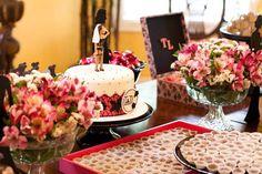 Chá de lingerie casamento - bolo e mesa de doces (Foto: Sandra Lolis)