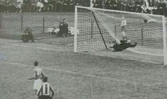 France 7 Paraguay 3 in 1958 in Norrkoping. Jorge Romero scores from 25 yards on 50 mins and its 3-2 to Paraguay in Group 2 at the World Cup Finals.