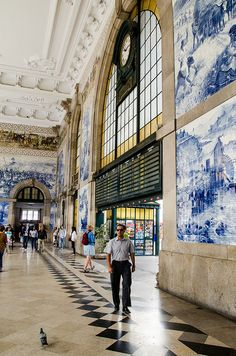 Railway station, with an amazing interior decoration - São Bento, Porto #Portugal