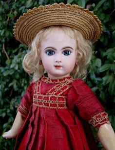 Stunning Antique Jumeau doll EJ Depose size 8 , high 19'
