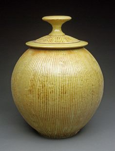 Ceramic Jar Pottery Bowls, Ceramic Pottery, Pottery Art, Ceramic Jars, Ceramic Clay, Pottery Classes, Pottery Sculpture, Ceramics Projects, Ceramic Art