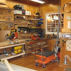 Woodworking Shop Plans Designs no. 720 Simple Woodworking Shop Plans For Basement Spaces Woodworking Shop Layout, Woodworking Organization, Woodworking For Kids, Router Woodworking, Woodworking Workshop, Easy Woodworking Projects, Woodworking Furniture, Woodworking Basics, Woodworking School