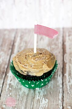 #Chocolate Caramel #Cupcakes with Salted Caramel Frosting by Sweet Rose Studio on iheartnaptime.net ...these look amazing!!