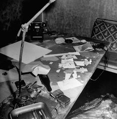 One of remaining rare bunker picture where Hitler committed suicide (1945)  希特勒自杀的地下室。