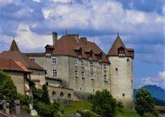 Svizzera: 50 luoghi imperdibili da visitare quest'estate - Mini Me Explorer Engelberg, Jungfraujoch, Estate, Mansions, House Styles, Mini, Basel, Manor Houses, Villas