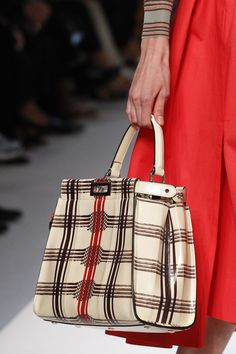 Fendi Spring 2018 Ready-to-Wear Accessories Photos - Vogue